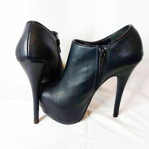 XXI Booties Size 6 With 6 Inch Heel